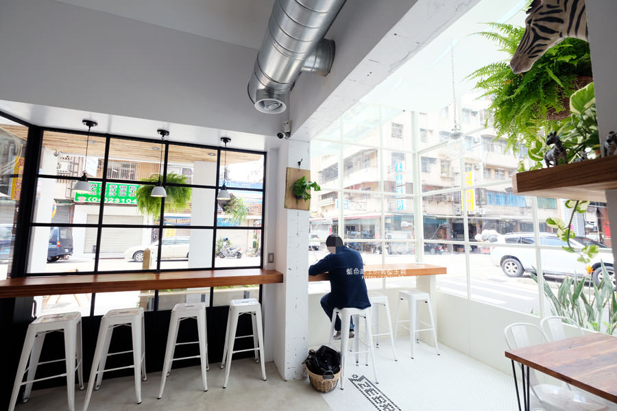 20180515122639 69 - 斑馬公寓咖啡│綠意點綴視覺系玻璃屋,還有網美必拍斑馬打卡牆喔