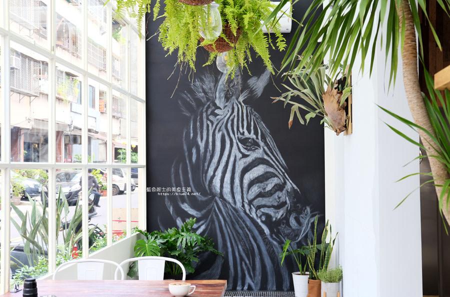 20180515122643 70 - 斑馬公寓咖啡│綠意點綴視覺系玻璃屋,還有網美必拍斑馬打卡牆喔