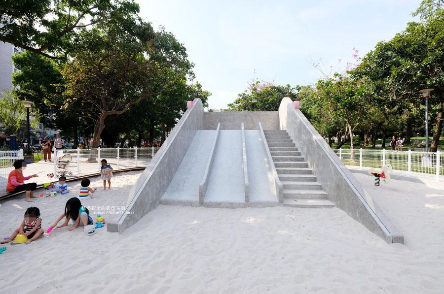 20180522012131 62 - 福星公園│大大可愛粉紅色冰淇淋球甜筒溜滑梯成為公園新打卡亮點