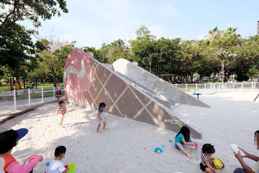 20180522012134 83 - 福星公園│大大可愛粉紅色冰淇淋球甜筒溜滑梯成為公園新打卡亮點