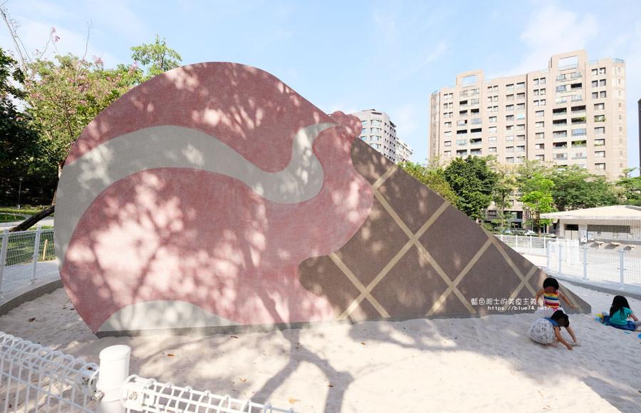 20180522012135 71 - 福星公園│大大可愛粉紅色冰淇淋球甜筒溜滑梯成為公園新打卡亮點