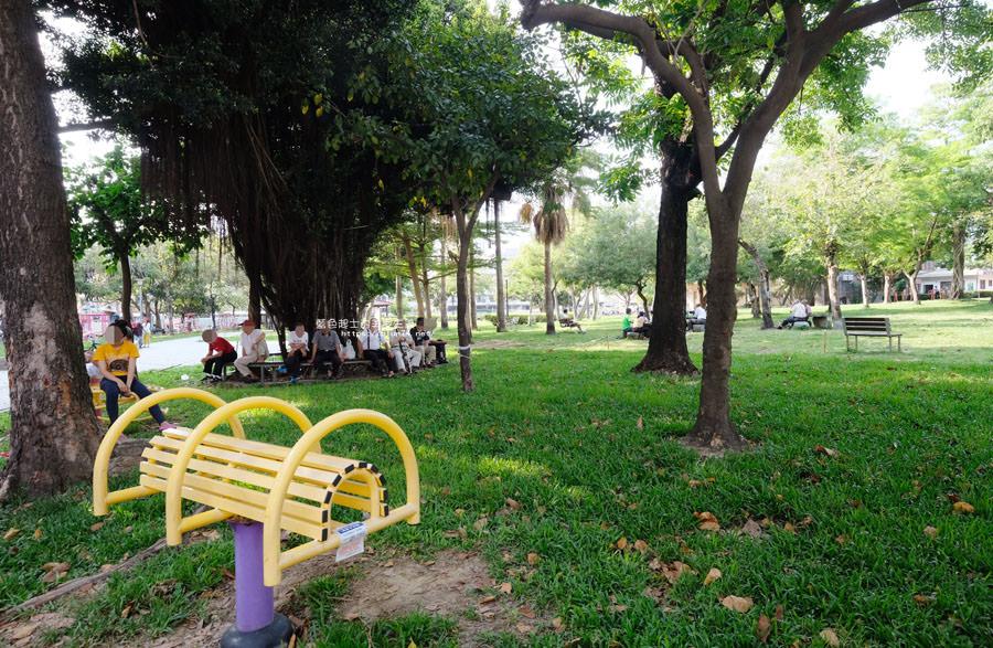 20180522012139 54 - 福星公園│大大可愛粉紅色冰淇淋球甜筒溜滑梯成為公園新打卡亮點