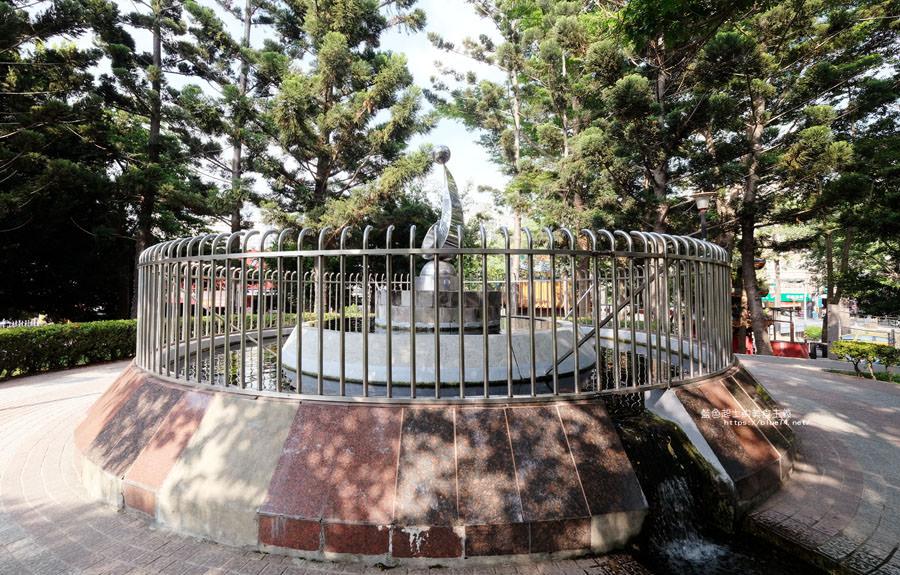 20180522012142 18 - 福星公園│大大可愛粉紅色冰淇淋球甜筒溜滑梯成為公園新打卡亮點