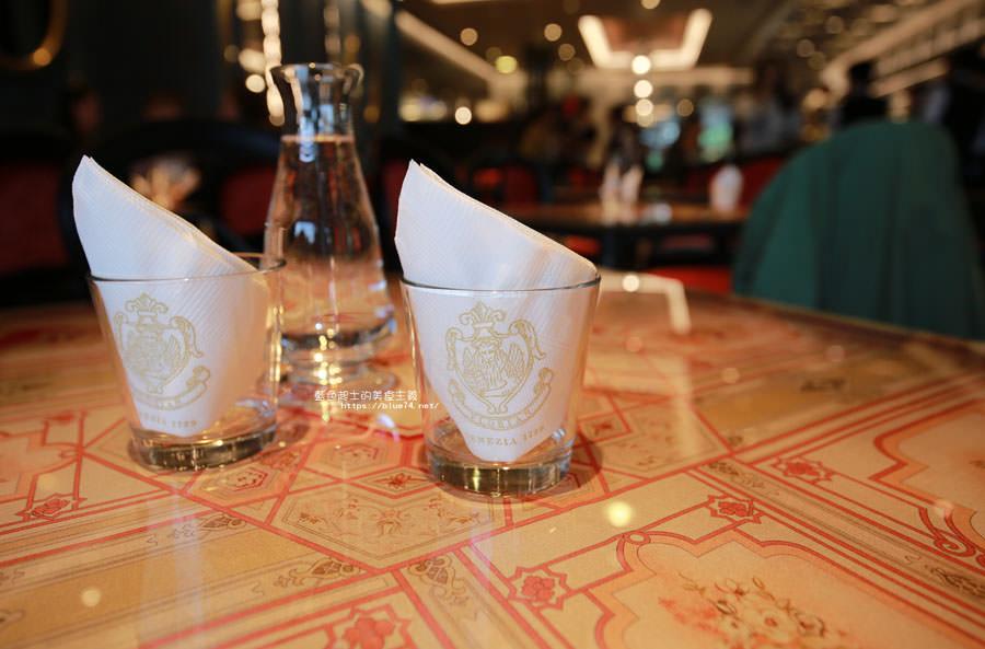 20180522221702 41 - 熱血採訪│福里安花神咖啡台中店-世界最美咖啡館、歐洲最古老咖啡廳、全球第七家分店就在台中新光三越