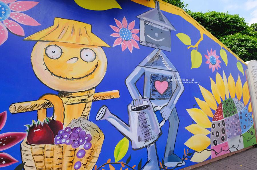 20180530090831 41 - 外埔國小花博彩繪│以綠野仙蹤故事為發想的石虎公車彩繪牆,充滿童趣人物跟花朵
