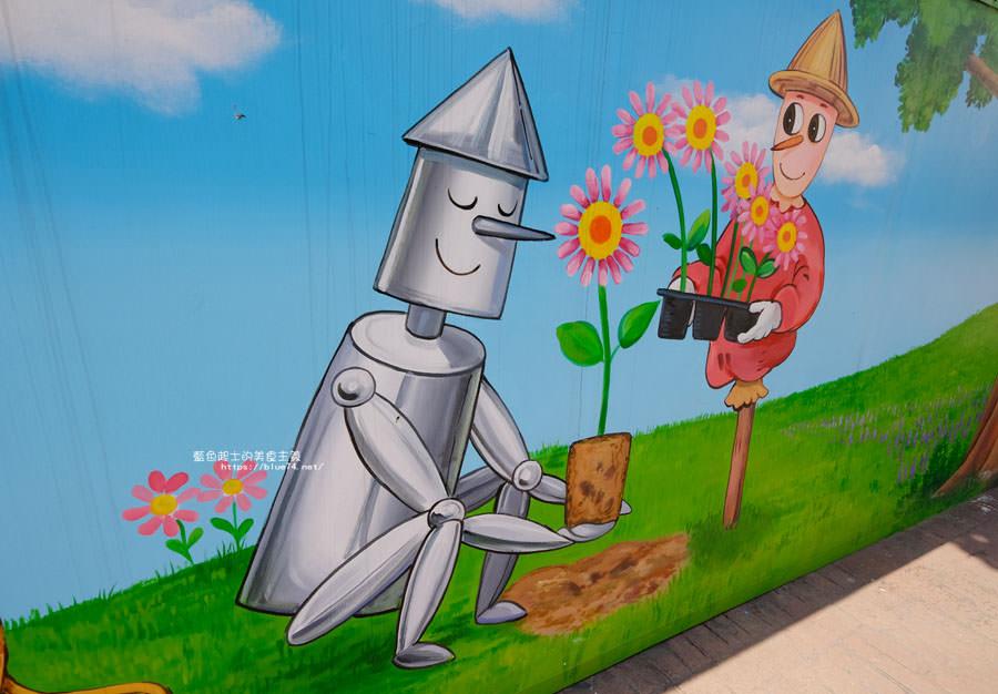 20180530090847 44 - 外埔國小花博彩繪│以綠野仙蹤故事為發想的石虎公車彩繪牆,充滿童趣人物跟花朵