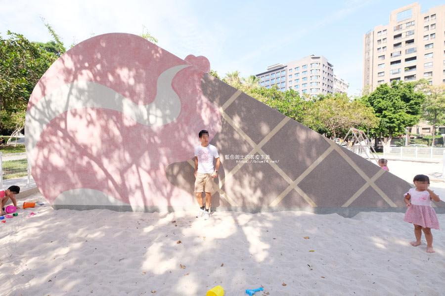 20180603202814 87 - 福星公園│大大可愛粉紅色冰淇淋球甜筒溜滑梯成為公園新打卡亮點