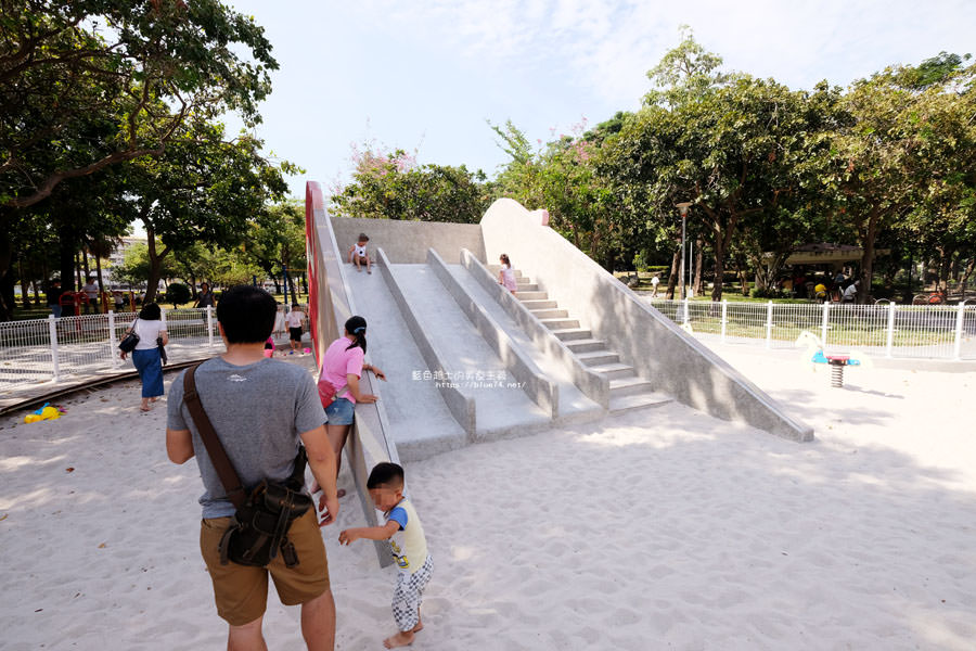 20180603202816 71 - 福星公園│大大可愛粉紅色冰淇淋球甜筒溜滑梯成為公園新打卡亮點