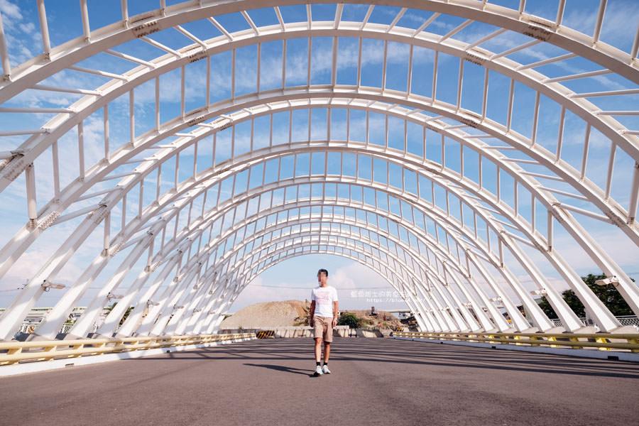 台中南區│禾豐橋-台中第一座有頂蓋的橋樑,波希米亞風的純白鋼骨,好拍唯美光影