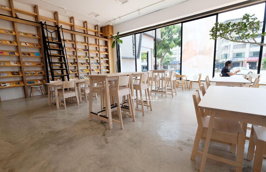 20180625224357 26 - 說書旅人│旅遊書牆,舒適空間,大里值得推薦麵包咖啡館