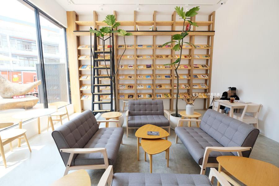 20180625224358 61 - 說書旅人│旅遊書牆,舒適空間,大里值得推薦麵包咖啡館