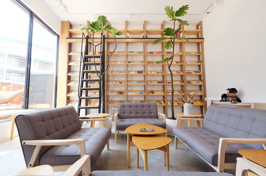 台中大里│說書旅人-旅遊書牆,舒適空間,大里值得推薦麵包咖啡館
