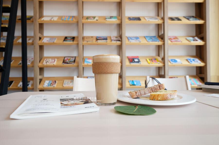 20180625224419 50 - 說書旅人│旅遊書牆,舒適空間,大里值得推薦麵包咖啡館
