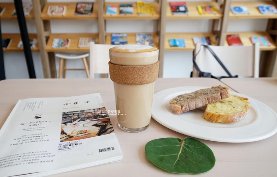 20180625224420 100 - 說書旅人│旅遊書牆,舒適空間,大里值得推薦麵包咖啡館