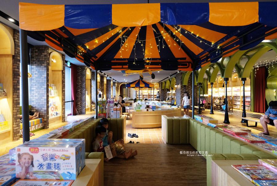 台中南屯│小書房台中文心店-午夜巴黎空間主題的小書房三店,有大大的親子童書區