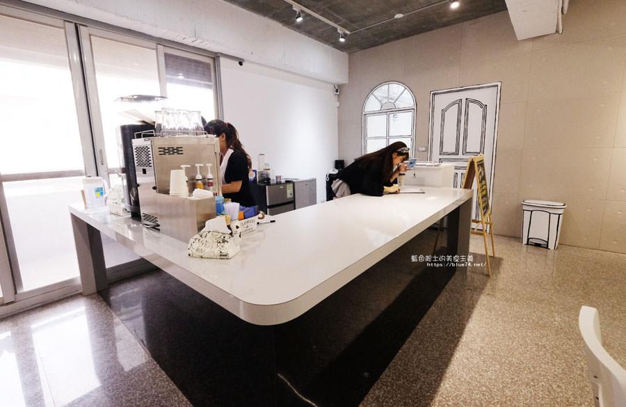 20180710163704 52 - Goddess Cafe│走進漫畫世界裡,超酷的2D黑白漫畫感咖啡廳