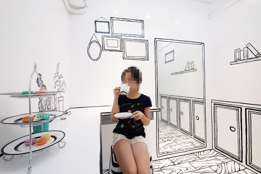 20180710163719 39 - Goddess Cafe│走進漫畫世界裡,超酷的2D黑白漫畫感咖啡廳