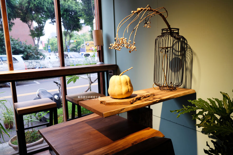 20180715021353 31 - 斐得蔬食│國美館商圈美食,用餐區讓人喜愛的木質調和綠意