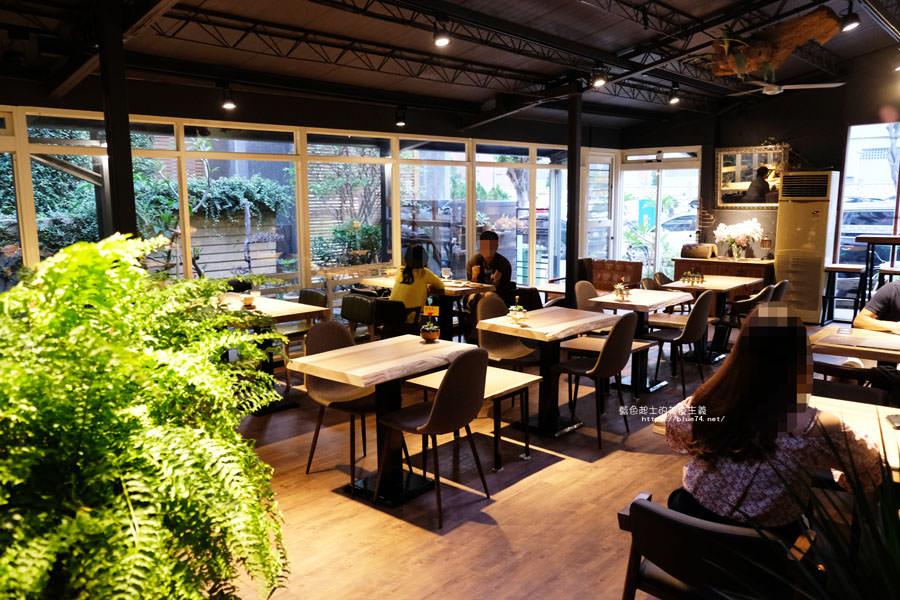 20180715021356 66 - 斐得蔬食│國美館商圈美食,用餐區讓人喜愛的木質調和綠意