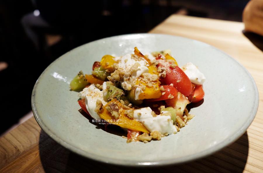 20180715021400 63 - 斐得蔬食│國美館商圈美食,用餐區讓人喜愛的木質調和綠意