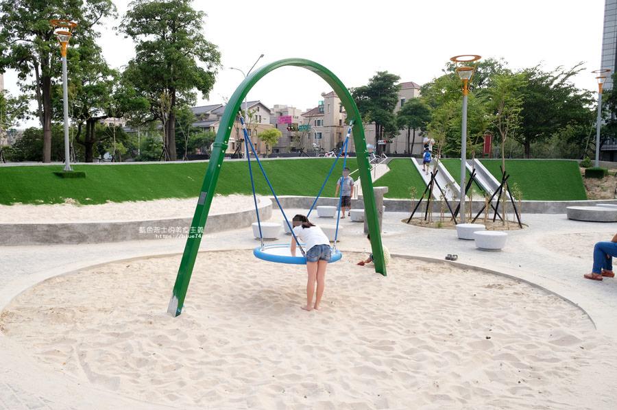 20180717021235 88 - 豐樂雕塑公園-全台第一座公立雕塑公園及跑酷設施公園,增設磨石子溜滑梯、翹翹板、鞦韆、沙坑