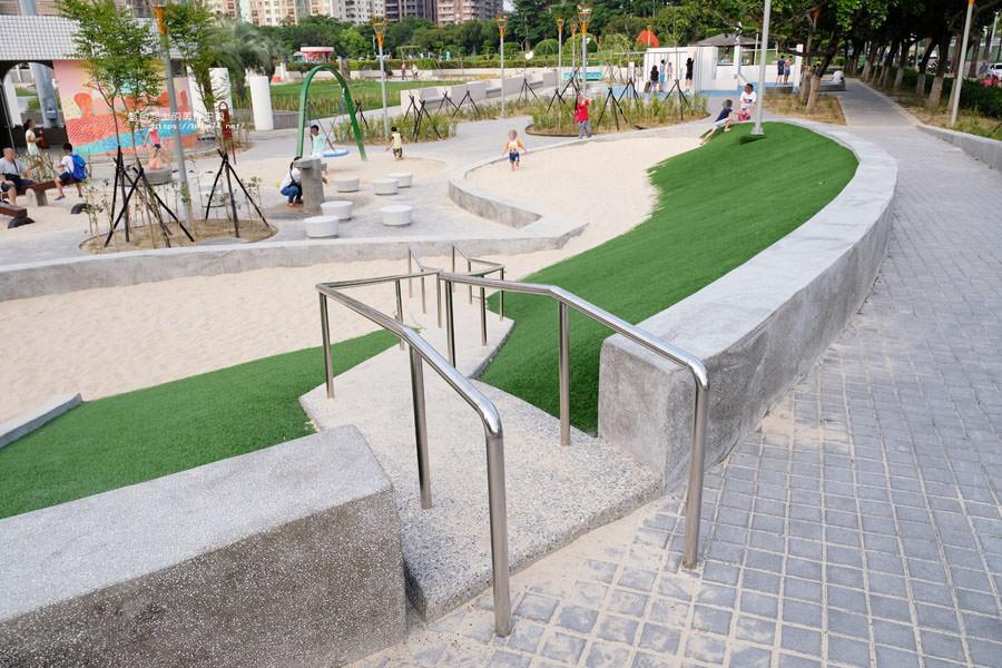 20180717021257 59 - 豐樂雕塑公園-全台第一座公立雕塑公園及跑酷設施公園,增設磨石子溜滑梯、翹翹板、鞦韆、沙坑