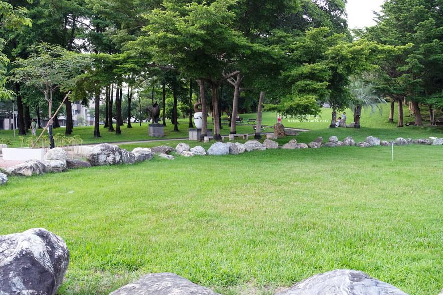 20180717021332 8 - 豐樂雕塑公園-全台第一座公立雕塑公園及跑酷設施公園,增設磨石子溜滑梯、翹翹板、鞦韆、沙坑