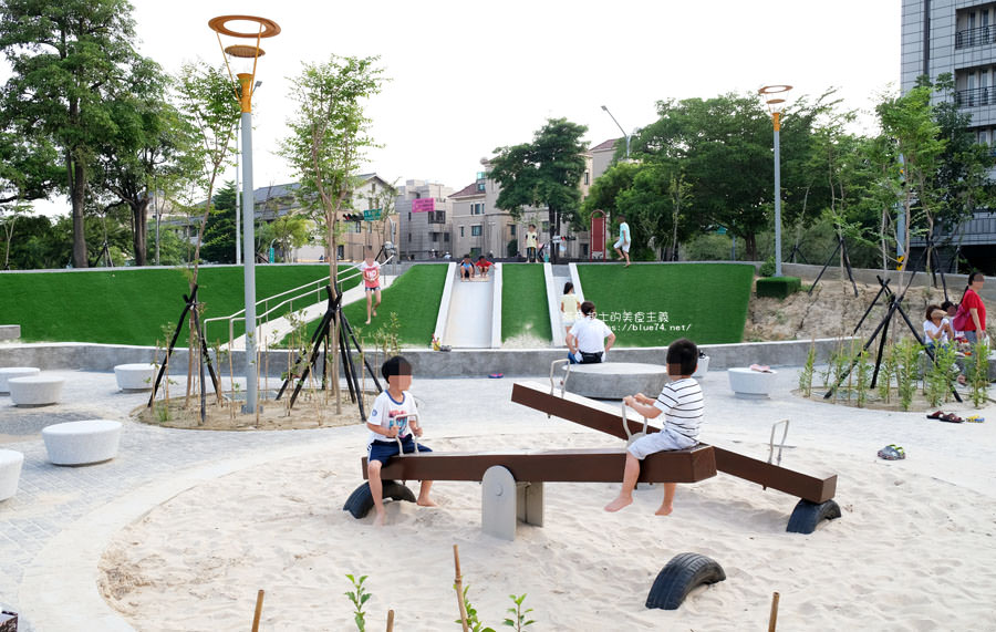 20180717021333 41 - 豐樂雕塑公園-全台第一座公立雕塑公園及跑酷設施公園,增設磨石子溜滑梯、翹翹板、鞦韆、沙坑