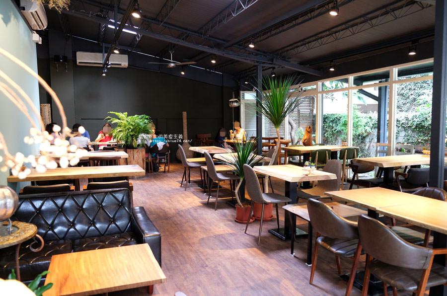 20180718014858 100 - 斐得蔬食│國美館商圈美食,用餐區讓人喜愛的木質調和綠意