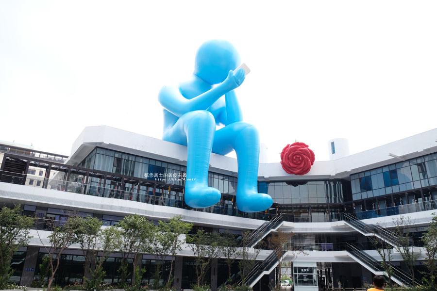 20180719012713 91 - 台中軟體園區Dali Art藝術廣場-全台最大裝置藝術藍色大巨人和巨大玫瑰花降臨藝術廣場,必拍亮點