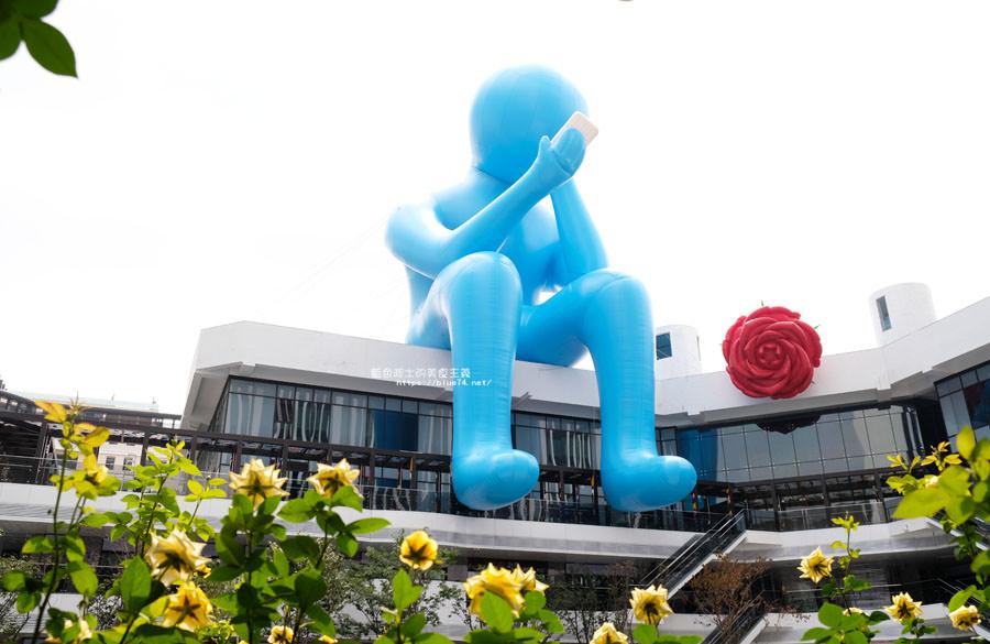 台中大里│台中軟體園區Dali Art藝術廣場-全台最大裝置藝術藍色大巨人和巨大玫瑰花降臨藝術廣場,必拍新亮點