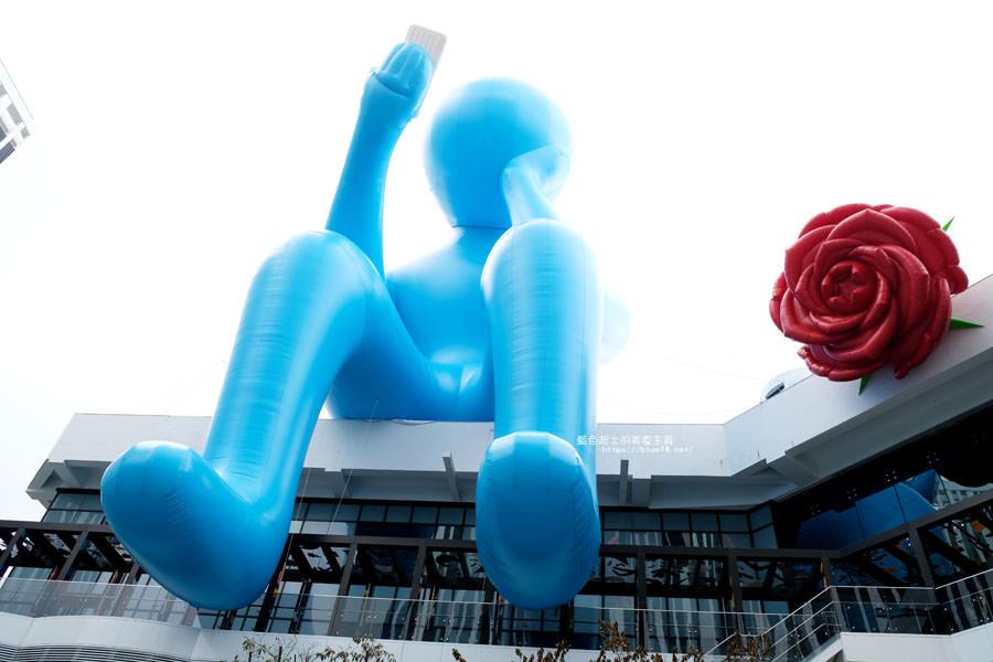 20180719012717 24 - 台中軟體園區Dali Art藝術廣場-全台最大裝置藝術藍色大巨人和巨大玫瑰花降臨藝術廣場,必拍亮點