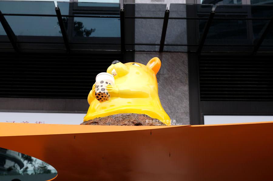 20180719012720 94 - 台中軟體園區Dali Art藝術廣場-全台最大裝置藝術藍色大巨人和巨大玫瑰花降臨藝術廣場,必拍亮點