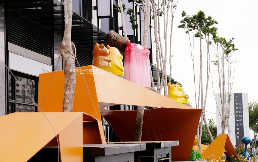20180719012721 65 - 台中軟體園區Dali Art藝術廣場-全台最大裝置藝術藍色大巨人和巨大玫瑰花降臨藝術廣場,必拍亮點
