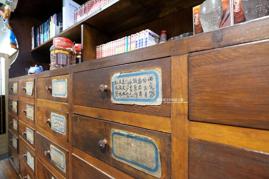 20180808182537 21 - 野人小築│大甲老屋咖啡館,舊漫畫老歌懷舊氛圍還有歷史中藥櫃