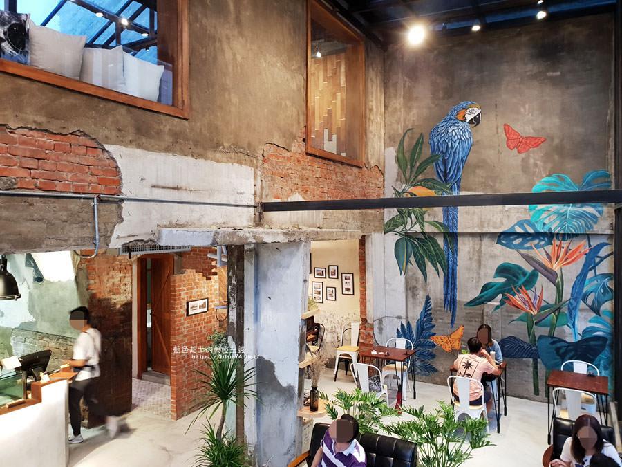 20180828012507 88 - 堅果小巷│唯美玻璃屋、老屋改造彩繪牆面新空間,好堅果咖啡新作