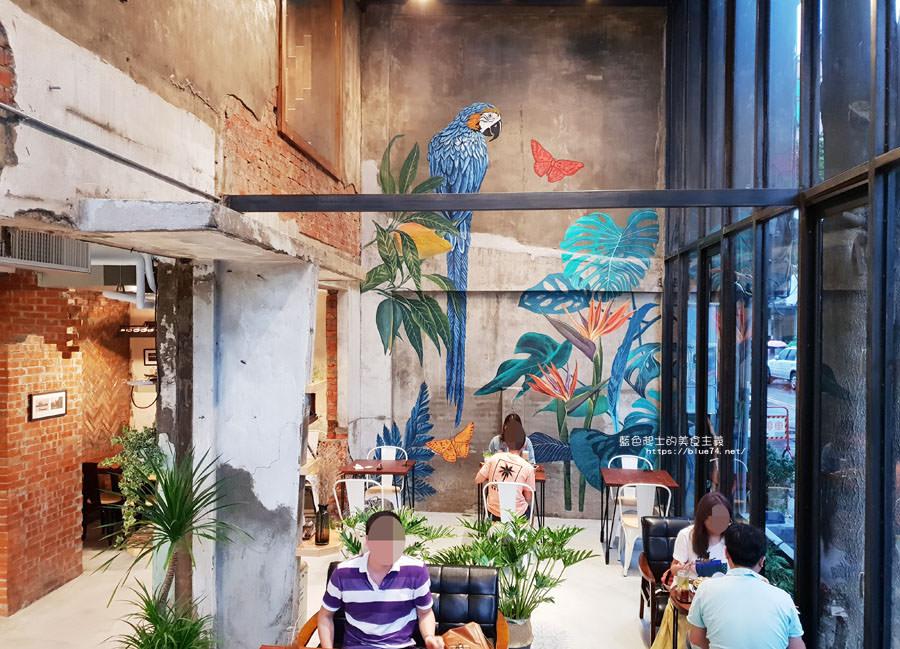 20180828012508 62 - 堅果小巷│唯美玻璃屋、老屋改造彩繪牆面新空間,好堅果咖啡新作