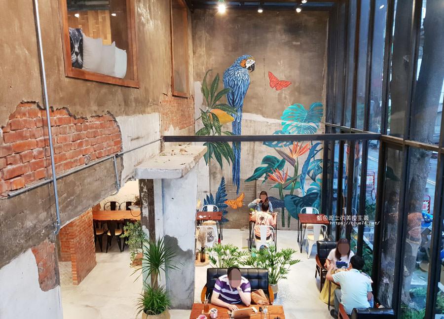 20180828012509 33 - 堅果小巷│唯美玻璃屋、老屋改造彩繪牆面新空間,好堅果咖啡新作