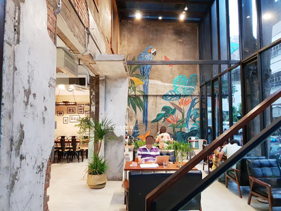 20180828012512 86 - 堅果小巷│唯美玻璃屋、老屋改造彩繪牆面新空間,好堅果咖啡新作