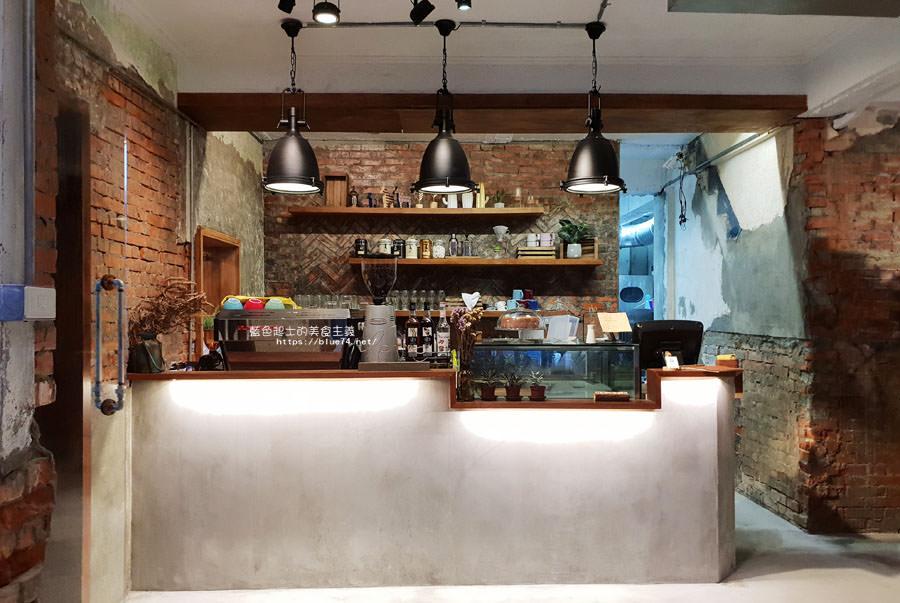20180828012513 94 - 堅果小巷│唯美玻璃屋、老屋改造彩繪牆面新空間,好堅果咖啡新作