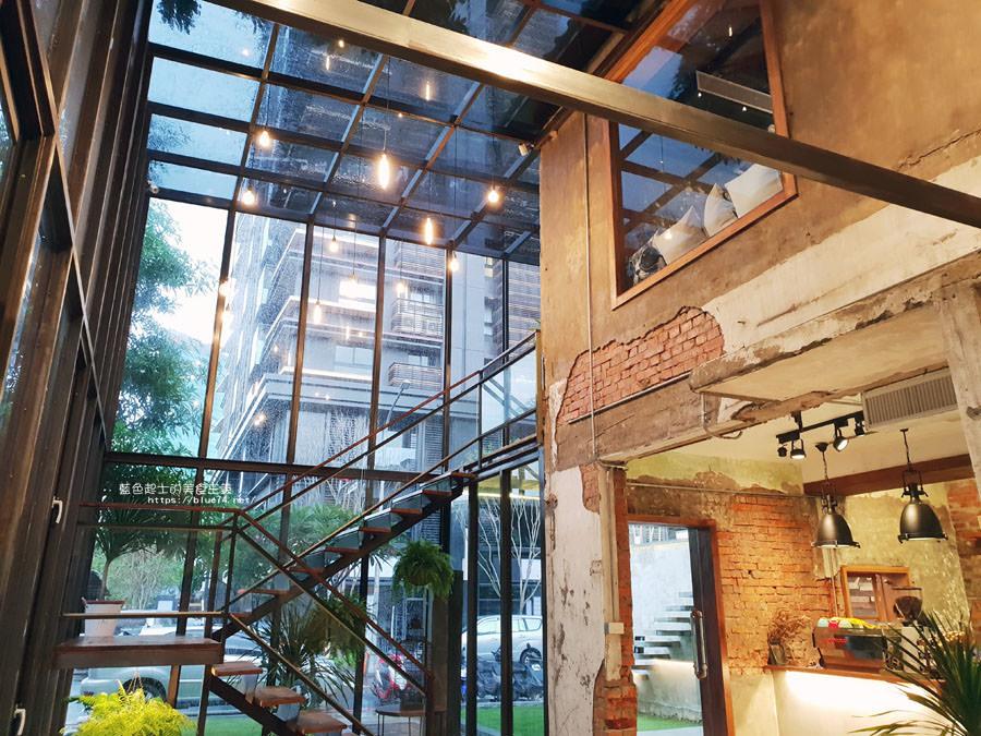 20180828012514 47 - 堅果小巷│唯美玻璃屋、老屋改造彩繪牆面新空間,好堅果咖啡新作