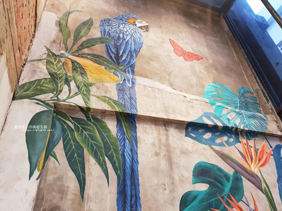 20180828012522 74 - 堅果小巷│唯美玻璃屋、老屋改造彩繪牆面新空間,好堅果咖啡新作