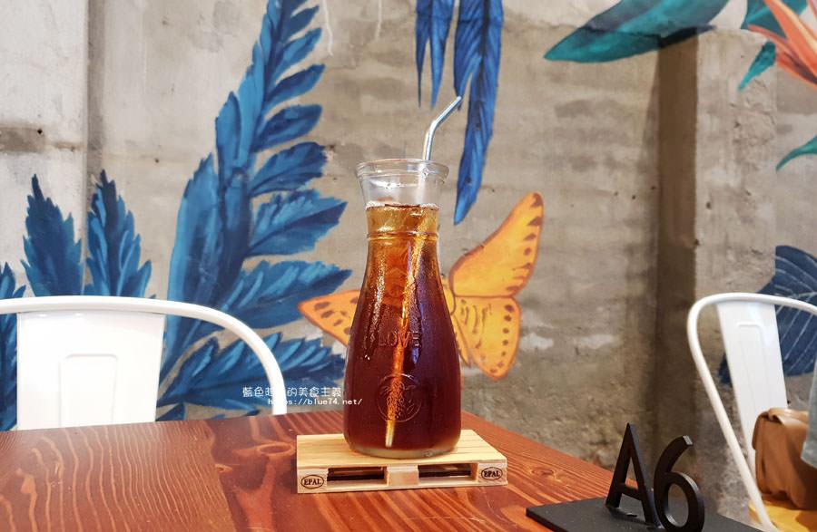 20180828012523 58 - 堅果小巷│唯美玻璃屋、老屋改造彩繪牆面新空間,好堅果咖啡新作