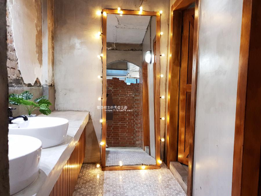 20180828012529 71 - 堅果小巷│唯美玻璃屋、老屋改造彩繪牆面新空間,好堅果咖啡新作