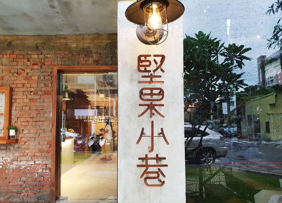 20180828012530 59 - 堅果小巷│唯美玻璃屋、老屋改造彩繪牆面新空間,好堅果咖啡新作