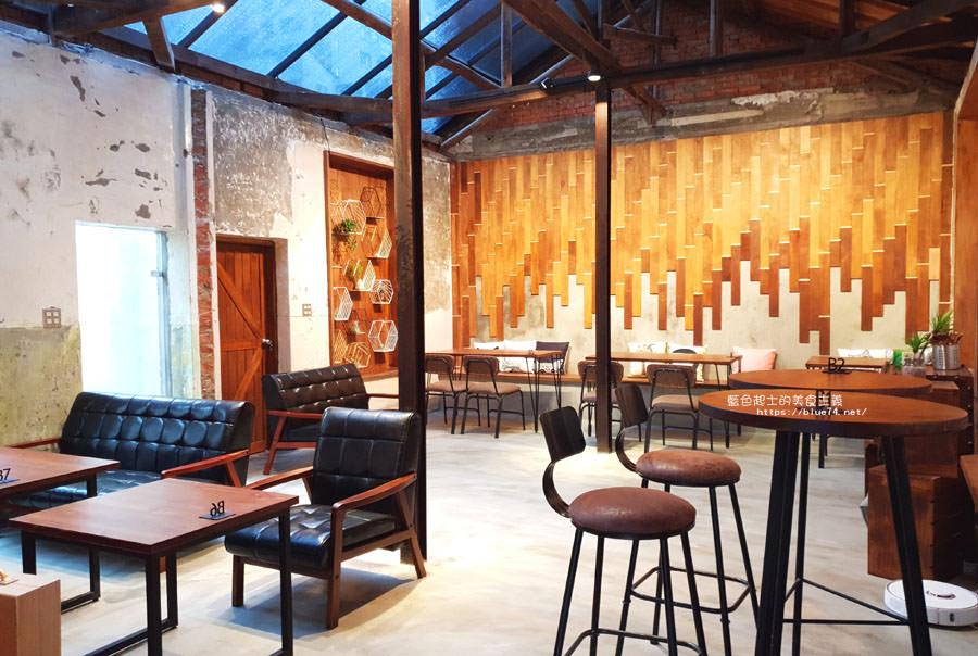 20180828012914 7 - 堅果小巷│唯美玻璃屋、老屋改造彩繪牆面新空間,好堅果咖啡新作