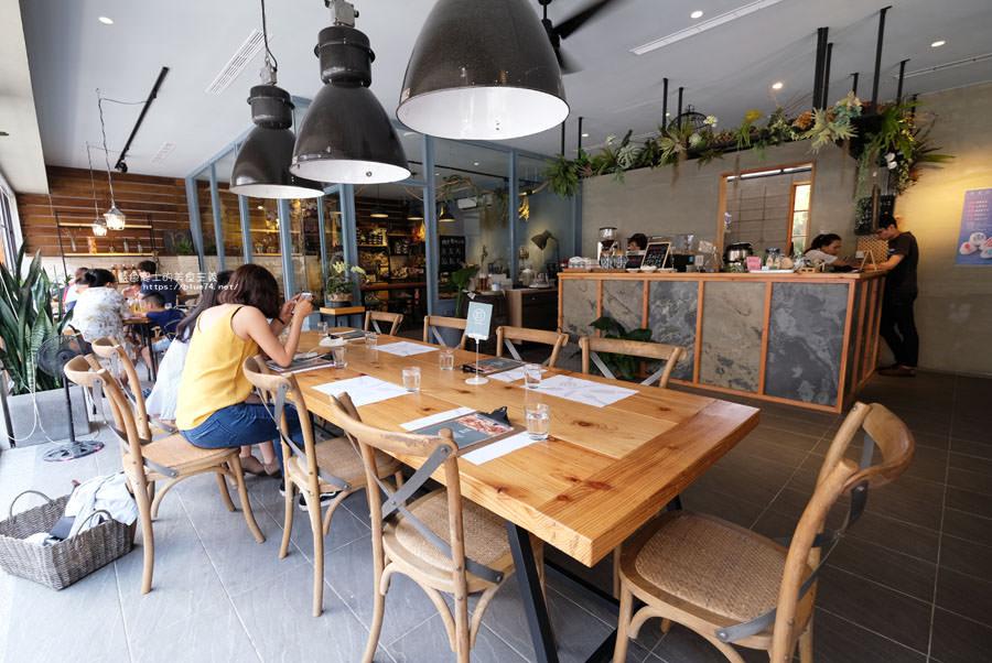 南投埔里│微光寓所-被明亮採光和綠意包圍的早午餐店,內藏有好拍中庭,千暘植務店隔壁