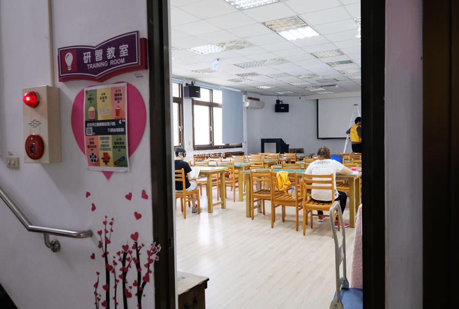 20181101020439 19 - 臺中市立圖書館后里分館│全台第一座紙圖書館落腳在后里