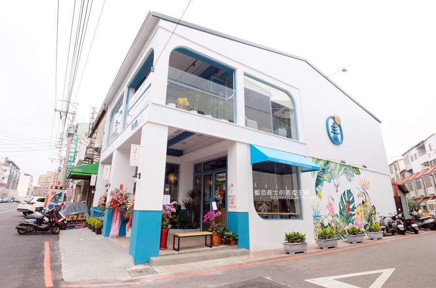 20190120124902 74 - 日青咖啡│網美咖啡館,藍白色系清新外觀,加分IG拍照打卡彩繪牆