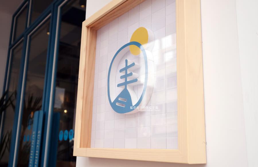 20190120124906 89 - 日青咖啡│網美咖啡館,藍白色系清新外觀,加分IG拍照打卡彩繪牆